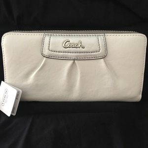 NWT Coach Leather Pleated Zip around Wallet
